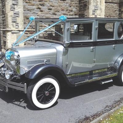 Champagne Wedding Cars in Swansea has won an award