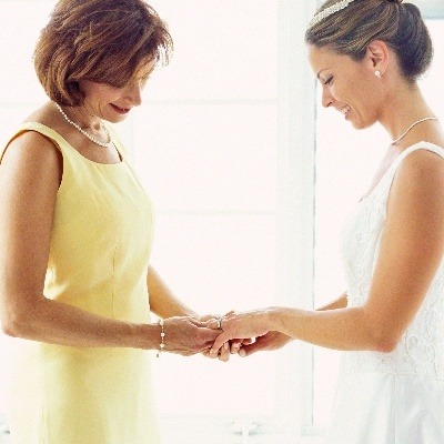 What to expect from a mother-of-the-bride boutique appointment