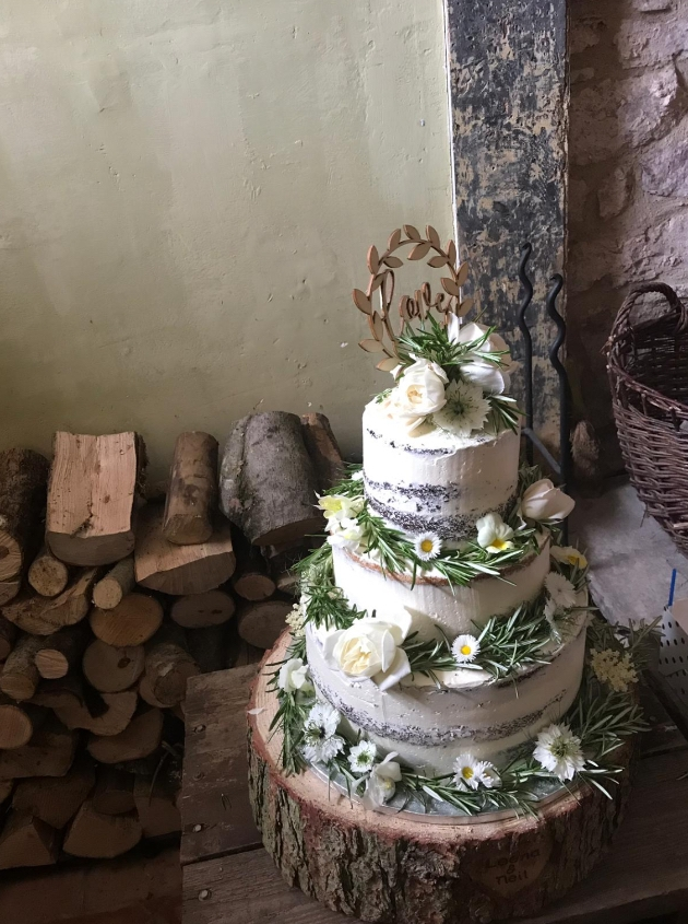 How to incorporate a boho theme into your wedding cake