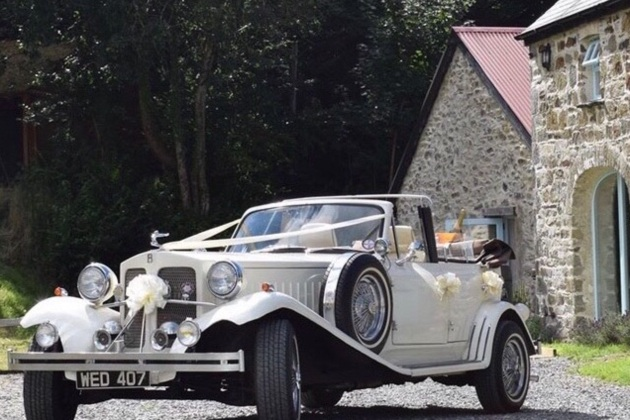 Ceir Y Cardi has added two new white Range Rover Sports to their impressive wedding collection